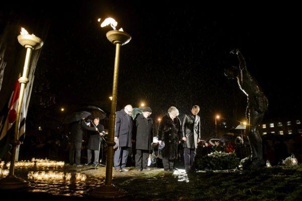 Kiemelt fotó: Minden év december 8-án 131 áldozatra emlékeznek Salgótarjánban (MTI Fotó: Komka Péter)