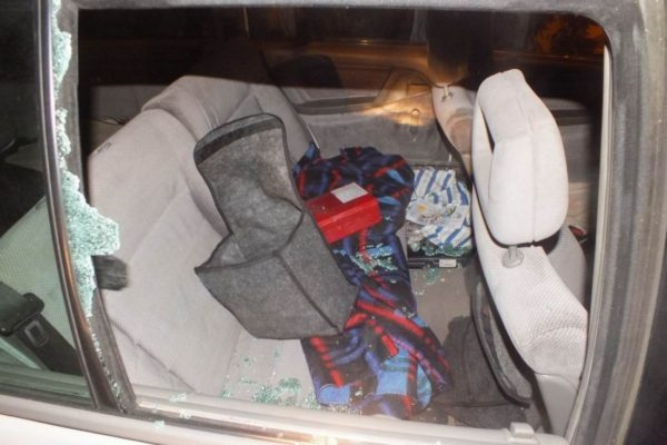 Az egyik feltört autó (Forrás: www.police.hu)