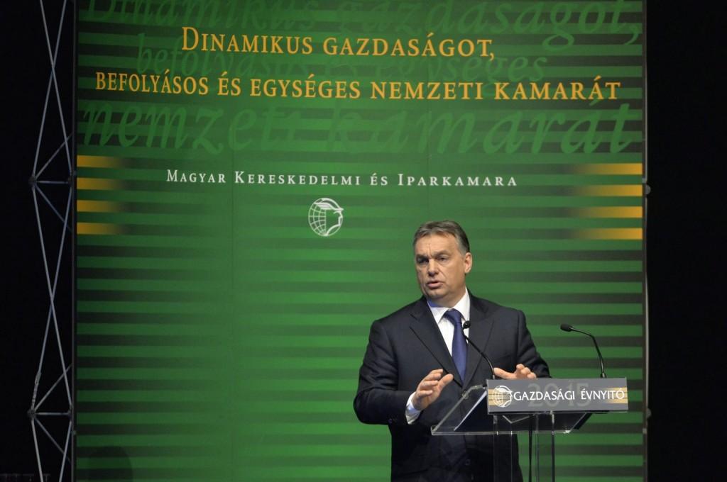 Orbán Viktor miniszterelnök előadást tart a Magyar Kereskedelmi és Iparkamara (MKIK) Gazdasági évnyitó címmel megrendezett gazdaságpolitikai fórumán a Budapest Kongresszusi Központban 2015. március 6-án (MTI Fotó: Koszticsák Szilárd)