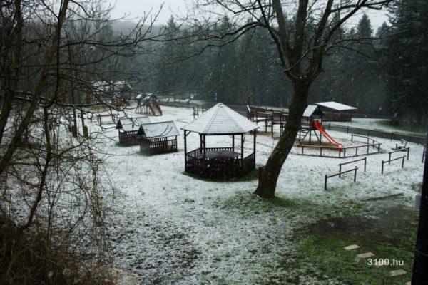 3100.hu Fotó: A tegnapi hó már nem Eresztvény bányatelepen, hanem Eresztvénybánya telepen esett