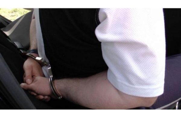 Bilincs a gyanúsítotton (Forrás: www.police.hu)