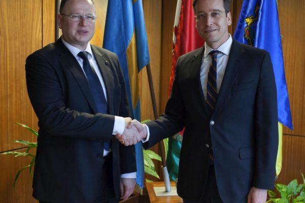 Skuczi Nándor, a Nógrád Megyei Közgyűlés elnöke és Rákossy Balázs európai uniós forrásokért felelős államtitkár