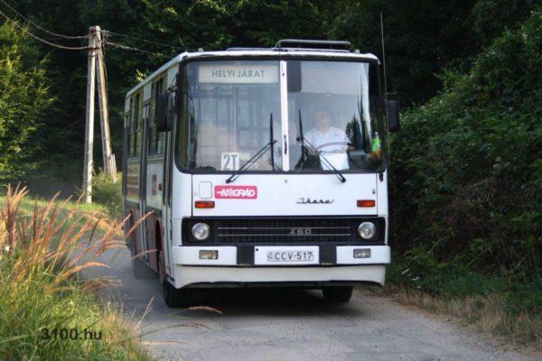 3100.hu Fotó: Somlyóbánya, üdülőtelep megállóhely felé tart a 2T-s jelzésű járat, nem éppen ideális útviszonyok között