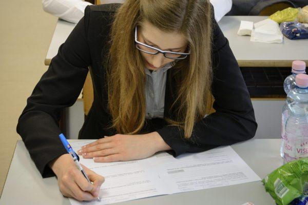 Diákok a középszintű magyar nyelv és irodalom írásbeli érettségi vizsgán (MTI Fotó: Czeglédi Zsolt)
