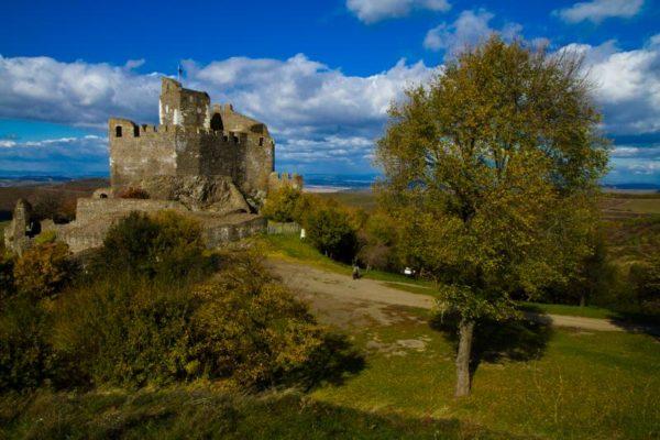 Hollókő vára (Forrás: Novohrad - Nógrád Geopark | www.nngeopark.eu)