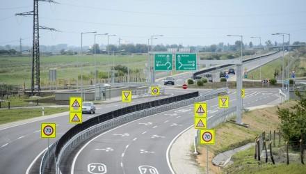 A 21. számú főút felújított szakasza Jobbágyi közelében (MTI Fotó: Komka Péter)