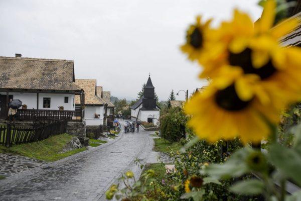 Kiemelt fotó: Az ófalu Hollókőn (MTI Fotó: Komka Péter)