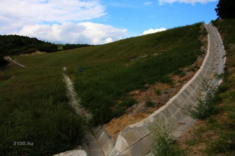 3100.hu Fotó: Így fest most a gyurtyánosi egykori szeméttelep azon része, mely a Karancsalja felé vezető útról is látható
