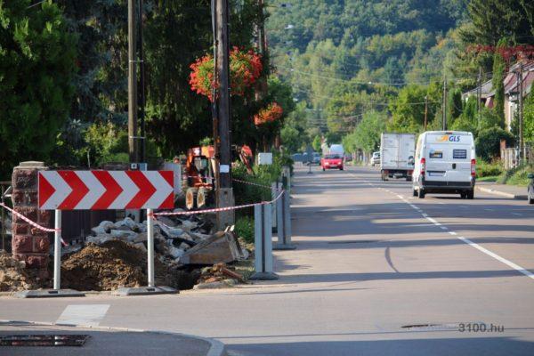 3100.hu Fotó: A munkálatok hétfőn a Füleki út Móricz Zsigmond úti kereszteződésénél kezdődtek meg