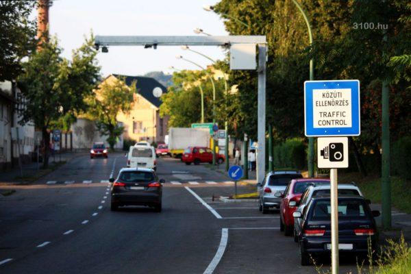 3100.hu Fotó: Komplex Közlekedési Ellenőrzési Pont Salgótarjánban, a Stromfeld Aurél Gépipari, Építőipari és Informatikai Szakközépiskola előtti útszakaszon