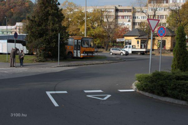 3100.hu Fotó: Apróság, de sokaknak csökkentheti eggyel a napi vérnyomás-emelkedések számát az aszfaltjel