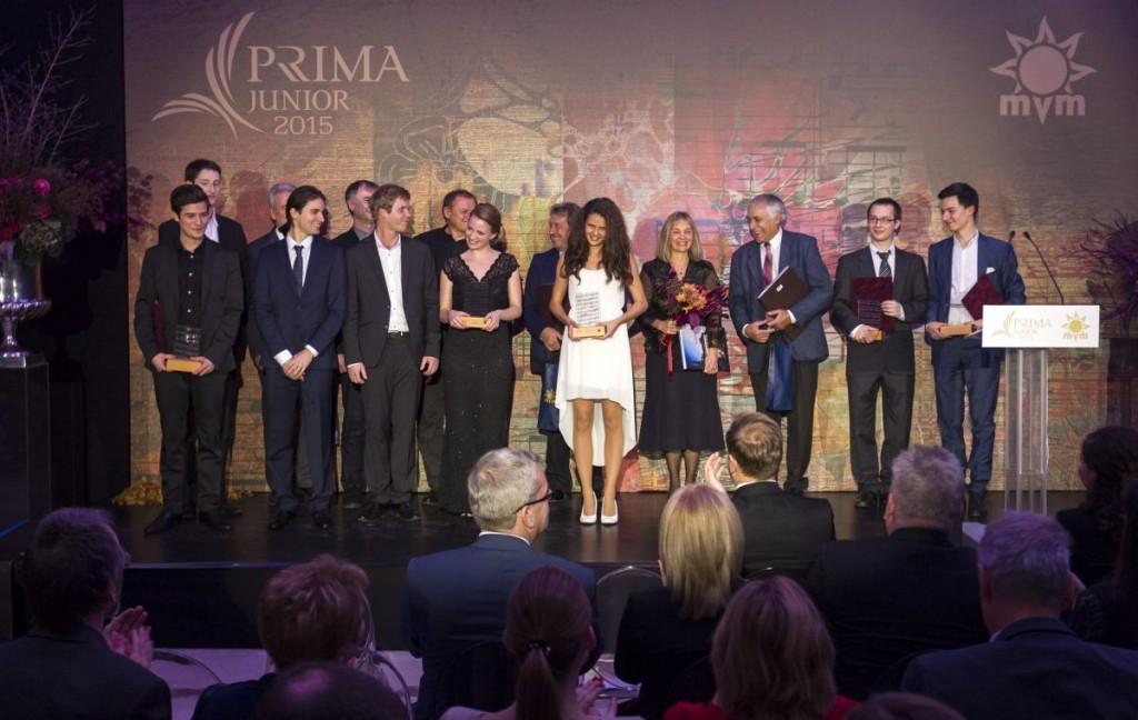 Csoportkép a kitüntetettekről és a zsűritagokról (MTI Fotó: Szigetváry Zsolt)