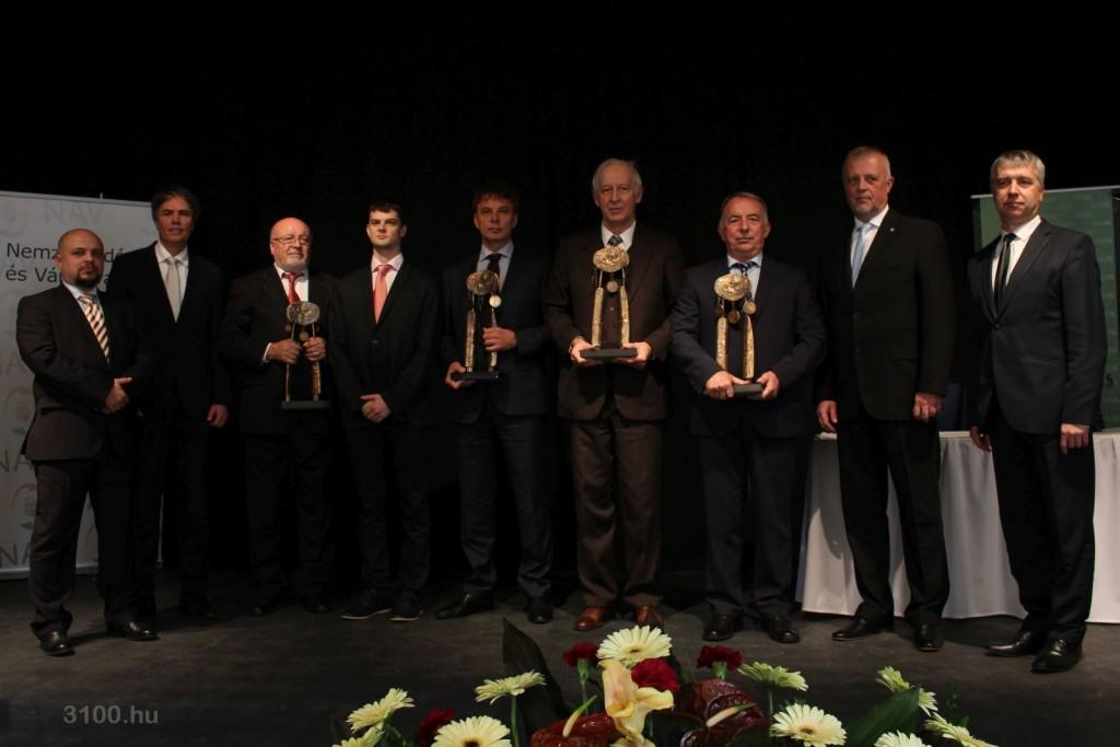 3100.hu Fotó: A Nógrád Megyei Kereskedelmi és Iparkamara idei díjazottjai és a díjátadók