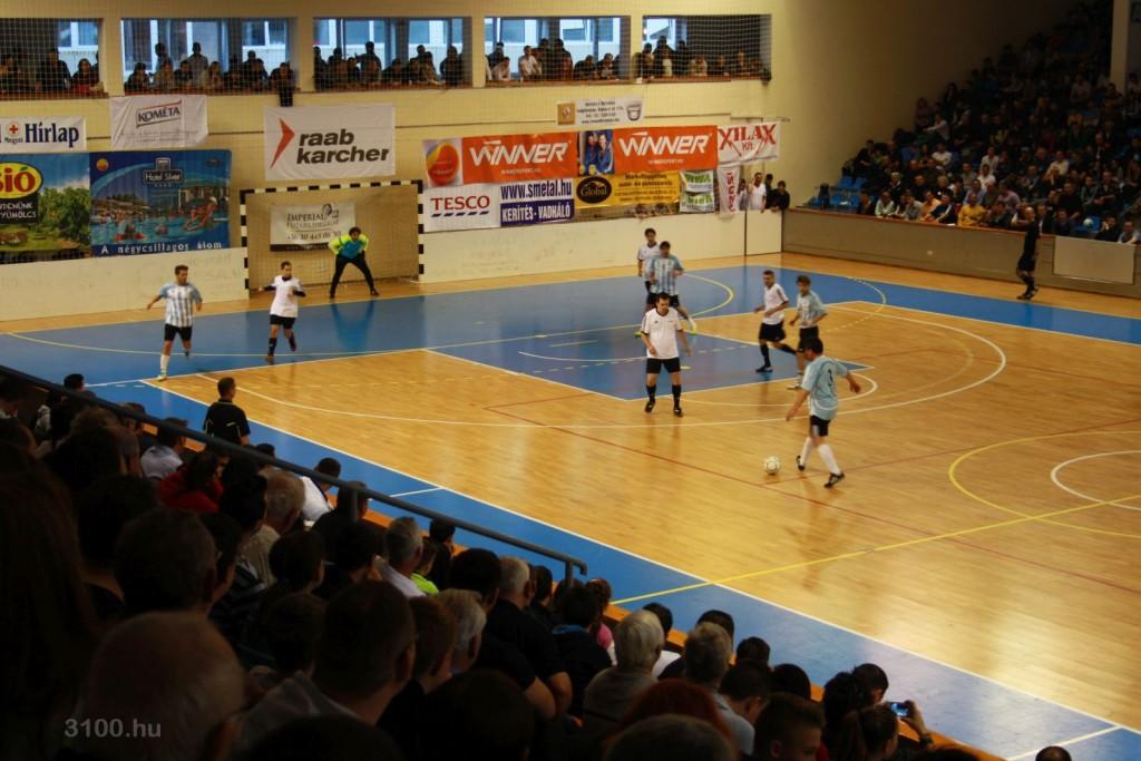 3100.hu Fotó: A zsúfolásig megtelt Salgótarjáni Városi Sportcsarnok a 2015-ös Gabora Gála alkalmával