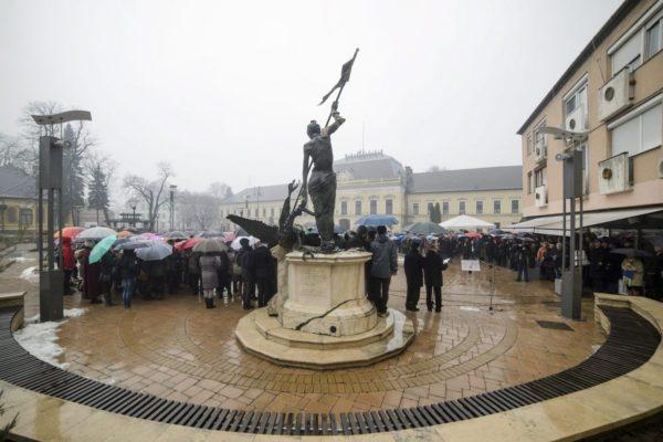 Megemlékezésen a balassagyarmati Civitas Fortissima téren (MTI Fotó: Komka Péter)