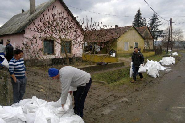 Védekezési munkálatok Ipolytarnócon (Forrás: Nógrád Megyei Katasztrófavédelmi Igazgatóság)