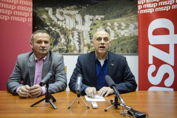 Fekete Zsolt polgármesterjelölt és Tóbiás József az MSZP elnök-frakcióvezetője (MTI Fotó: Komka Péter)