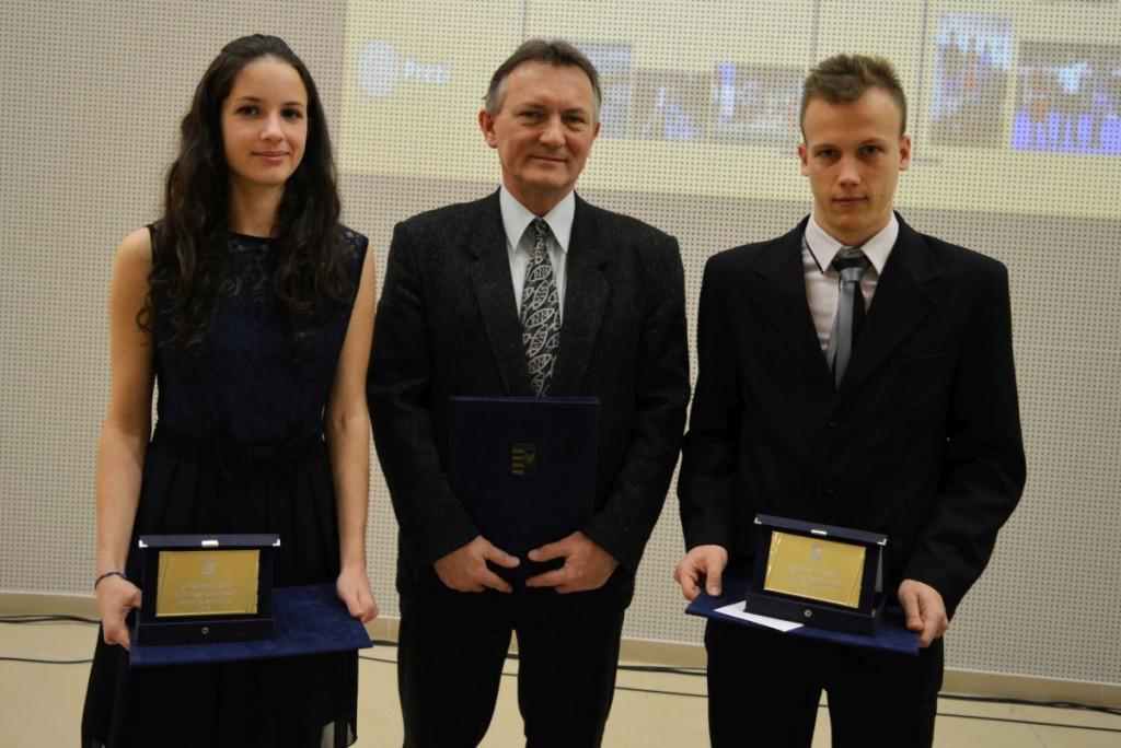 Goldmann Júlia, az év felnőtt női sportolója, Sramkó Tibor, a két sportoló edzője és Fehérvári Dániel, az év felnőtt férfi sportolója (Fotó és további képek: Nógrád Sportja)