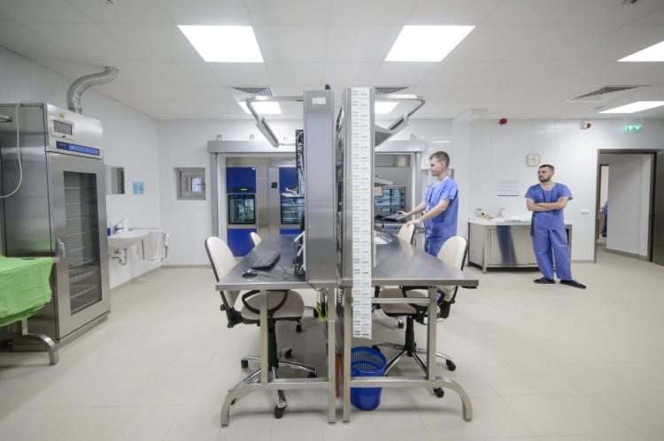 A salgótarjáni Szent Lázár Megyei Kórház központi sterilizáló egysége (MTI Fotó: Komka Péter)