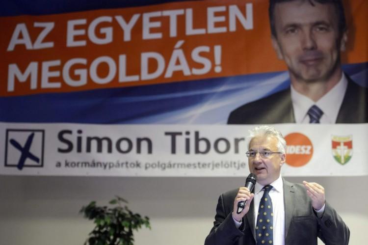 Semjén Zsolt miniszterelnök-helyettes, a Kereszténydemokrata Néppárt (KDNP) elnöke a kedd esti lakossági fórumon (MTI Fotó: Komka Péter)