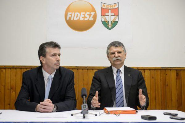 Simon Tibor, a Fidesz-KDNP pártszövetség polgármesterjelöltje és Kövér László, az Országgyűlés elnöke (MTI Fotó: Komka Péter)