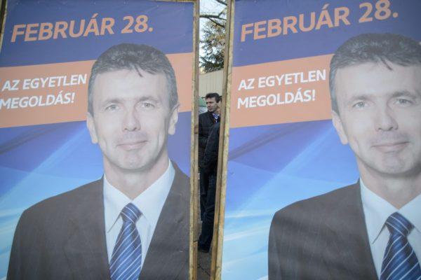 Simon Tibor, a Fidesz polgármesterjelöltje a Fidesz-KDNP kampányzáró rendezvényén Salgótarjánban 2016. február 27-én (MTI Fotó: Komka Péter)
