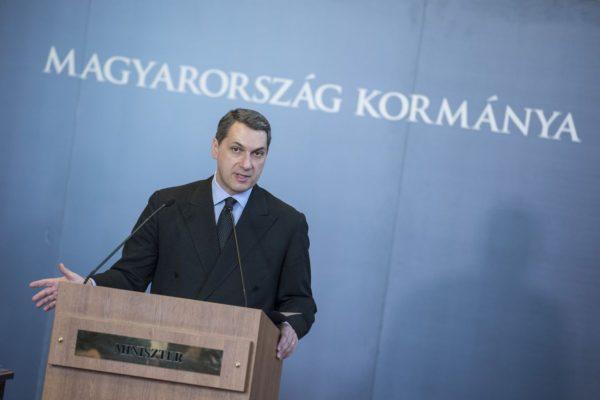 Lázár János Miniszterelnökséget vezető miniszter szokásos heti sajtótájékoztatóján az Országházban (Forrás: www.kormany.hu | Árvai Károly)