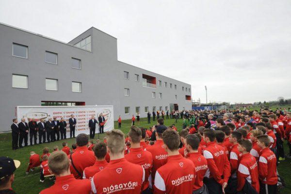 Orbán Viktor a DVTK új edzőközpontjának átadóján (MTI Fotó: Czeglédi Zsolt)