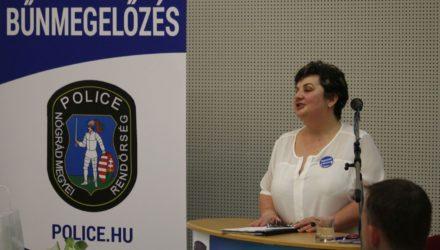 3100.hu Fotó: Medve Judit rendőr alezredes, a Nógrád Megyei Rendőr-főkapitányság Bűnügyi Igazgatóság Bűnmegelőzési Alosztály vezetőjének előadása