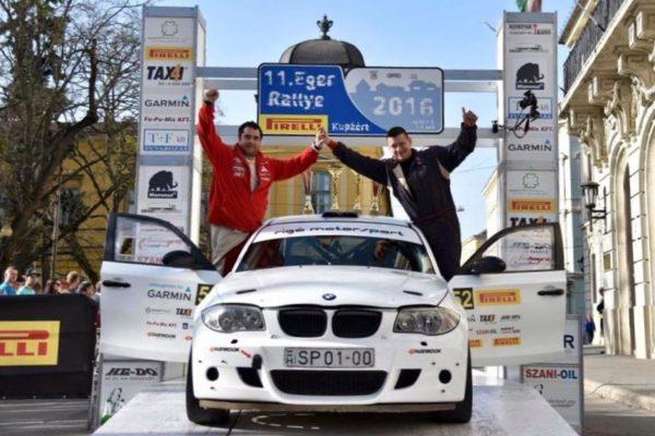 Szabó Balázs és Rafael Tamás az Eger Rallye céldobogóján (Forrás: Rigó Motorsport | Facebook)