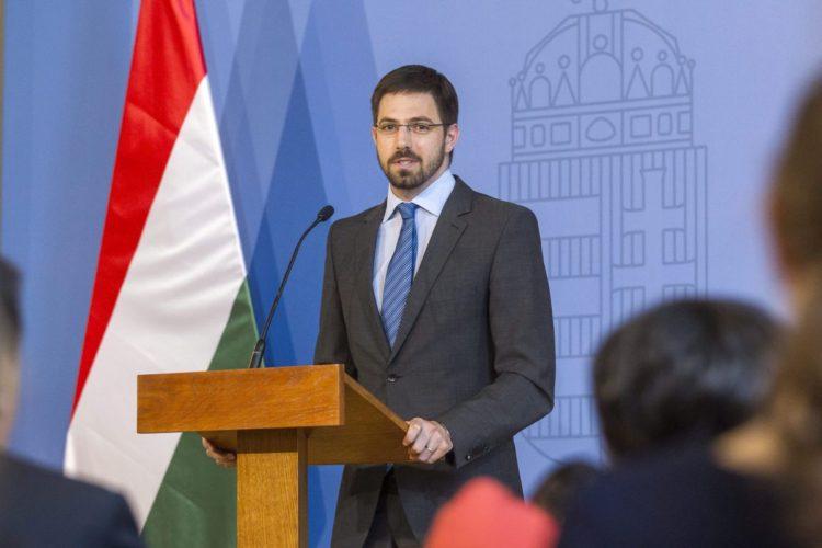 Magyar Levente gazdaságdiplomáciáért felelős államtitkár az osztrák EGLO Group beruházásáról tartott sajtótájékoztatón (MTI Fotó: Szigetváry Zsolt)