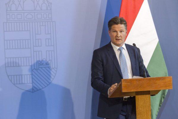 René Tiefenbacher, az osztrák EGLO Group ügyvezető igazgatója a cég beruházásáról tartott sajtótájékoztatón a Külgazdasági és Külügyminisztériumban (MTI Fotó: Szigetváry Zsolt)