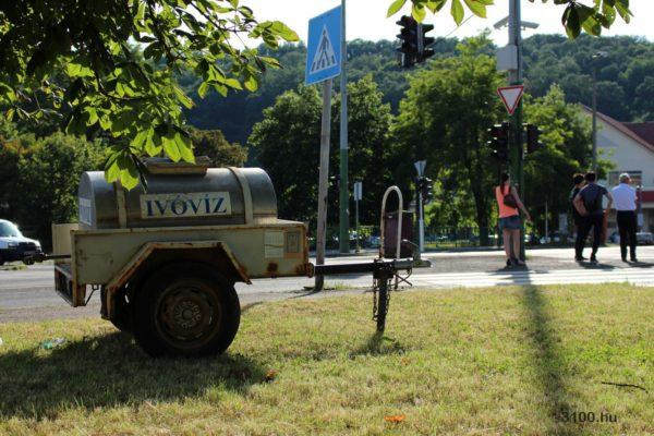 3100.hu Fotó: A hőség miatt a város több forgalmas pontján ideiglenes vóvízvételi lehetőséget alakítottak ki