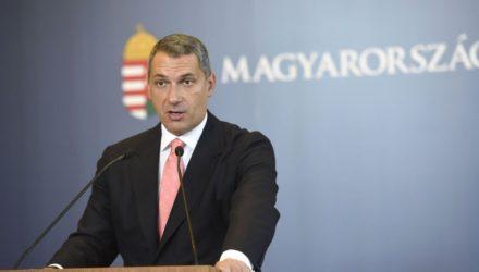 Lázár János, a Miniszterelnökséget vezető miniszter szokásos heti sajtótájékoztatóján az Országházban (MTI Fotó: Bruzák Noémi)