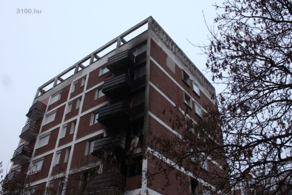 3100.hu Fotó: A tűzzel érintett épületrész a Pécskő út 4. szám alatt