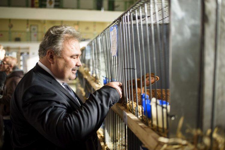 Nagy István földművelésügyi miniszterhelyettes a IV. Országos Nyúlkiállításon, Bátonyterenyén (MTI Fotó: Komka Péter)