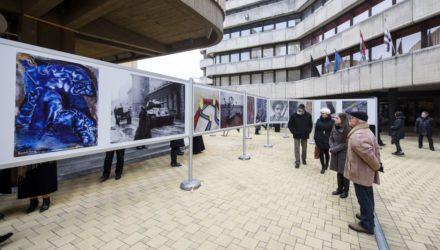 A Magyar Művészeti Akadémia szabadtéri kiállítása a Múzeum téren (MTI Fotó: Komka Péter)