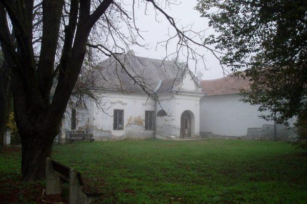 Kiemelt fotó: A benczúrfalvai Benczúr-kastély egy részlete (Forrás: Orbán Imre | Panoramio)