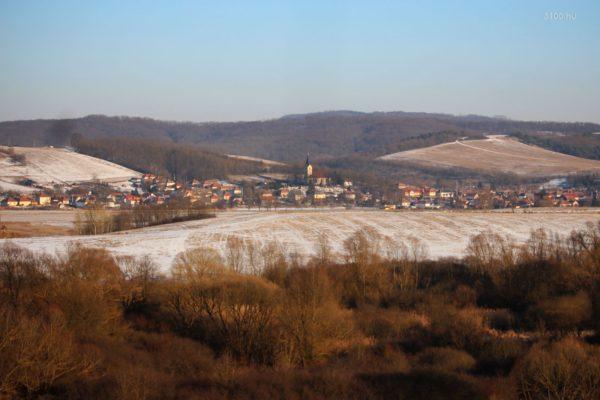 3100.hu Fotó: Mihálygerge völgye a Komravölgyi Víztározó gátja felől
