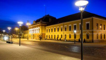 A vármegyeháza épülete a balassagyarmati Civitas Fortissima téren (MTI Fotó: Komka Péter)