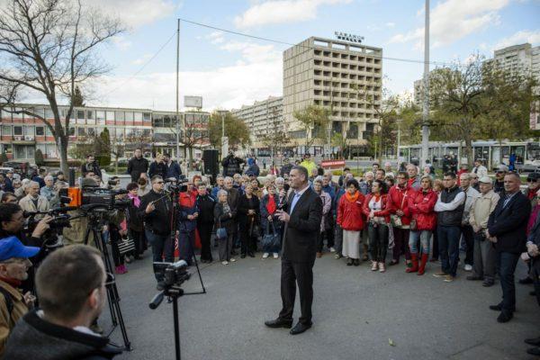 Botka László, a Magyar Szocialista Párt miniszterelnök-jelöltje a párt utcafórumán Salgótarjánban (MTI Fotó: Komka Péter)