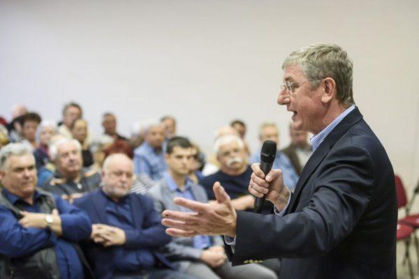 Gyurcsány Ferenc, a Demokratikus Koalíció elnöke a salgótarjáni lakossági nagygyűlésen a József Attila Művelődési Központban (MTI Fotó: Komka Péter)