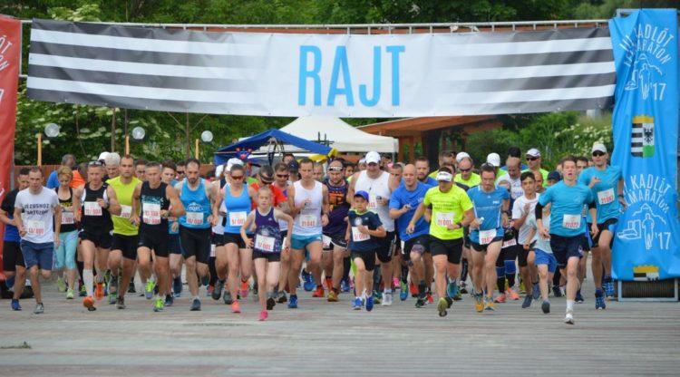 A félmaratoni távon indulók rajtja (Fotó: Bakos László | Nógrád Sportja)