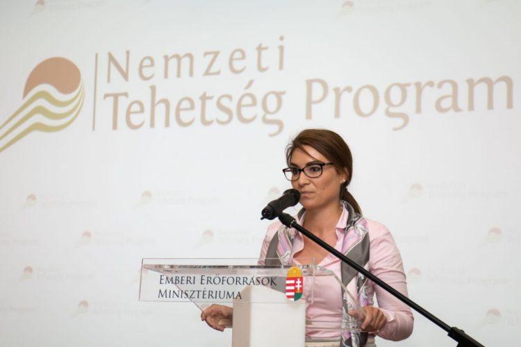 Dr. Illés Boglárka ifjúságpolitikáért és esélyteremtésért felelős helyettes államtitkár (Fotó: Új Nemzedék Központ)