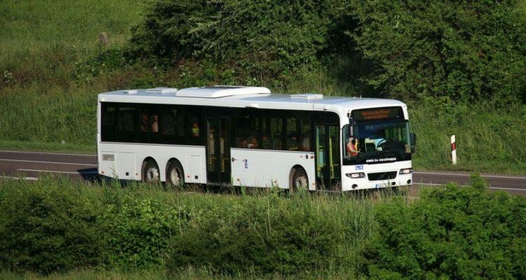 3100.hu Fotó: Háromtengelyes Volvo 8500 típusú autóbusz Salgótarján határában, a 22-es úton