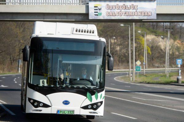 Salgótarján első, a tömegközlekedésben forgalomba állított elektromos autóbusza 2019. április 15-én (Fotó: MTI/Komka Péter)
