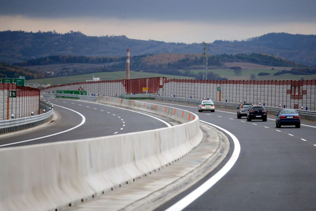 Krivány és Végles között már megépült mintegy 18 kilométernyi szakasz az R2-es útból (Fotó: noviny.sk)