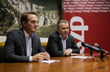3100.hu Fotó: Huszár Máté, az MSZP Nógrád megyei elnöke és Molnár Gyula pártelnök salgótarjáni sajtótájékoztatójukon