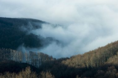 Köd a Mátrában, Galyatető felől fényképezve (MTI Fotó: Komka Péter)