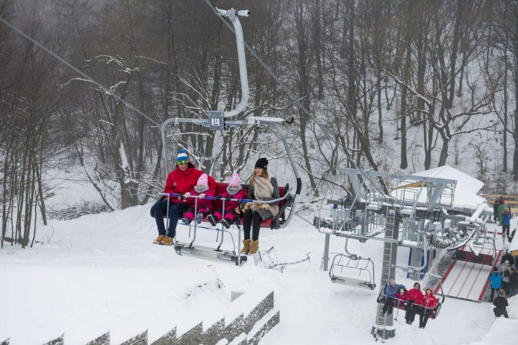 Az új négyszemélyes ülőlift a mátraszentistváni Síparkban (MTI Fotó: Komka Péter)